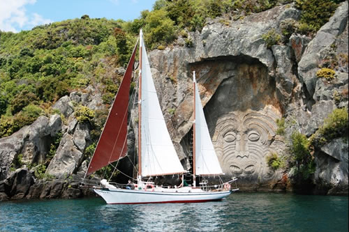 Sailing to the carvings, Lake Taupo